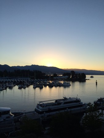 The Westin Bayshore, Vancouver: Sun setting on the bay ;-)