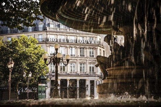 Hotel du Louvre: PARAZ_P073 Exterior Fountain Day