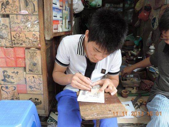 Hang Quat Street (Street of Fans): Hang Quat-Custom made hand crafted wooden seals