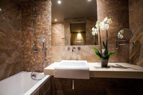 Hotel Armoni by Elegancia: Bathroom