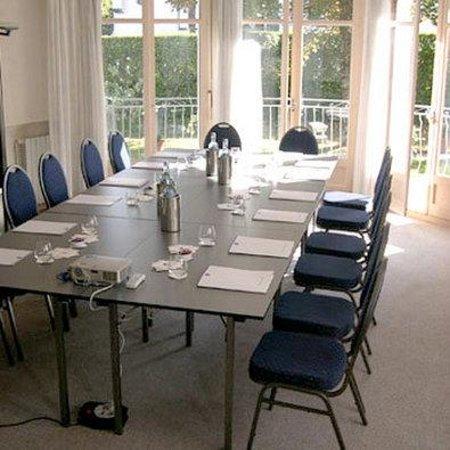 Hôtel le Miramont : Salle de séminaire de 8 à 20 pers, lumière du jour, vidéo-projecteur, paper-board...