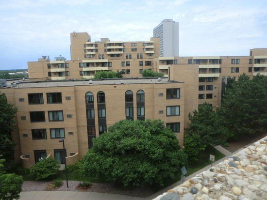 Courtyard Minneapolis Downtown : VIEW FROM ROOM #1414 AT NEXT DOOR APARTMENTS