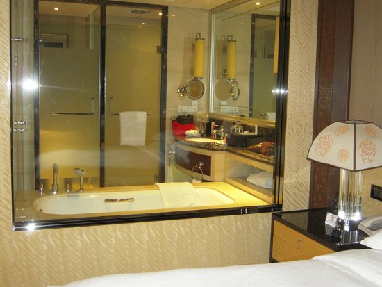 Hilton Xi'an : Shower Tub Area