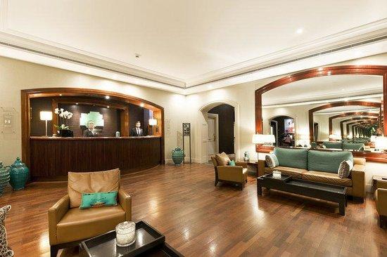 Holiday Inn Nice: Hotel Lobby