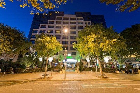 Holiday Inn Nice: Hotel Exterior