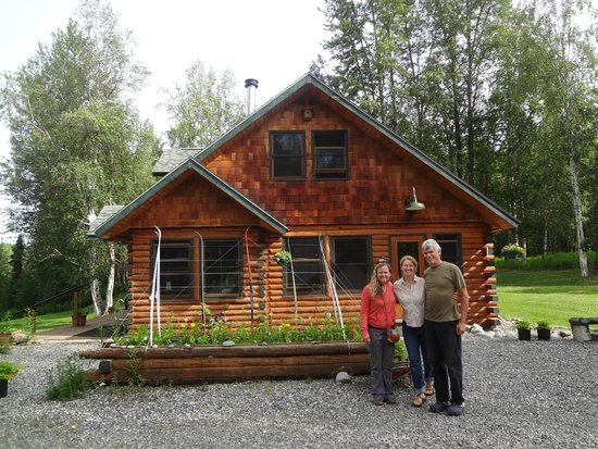 Fireweed Station Inn: Us with our Hosts