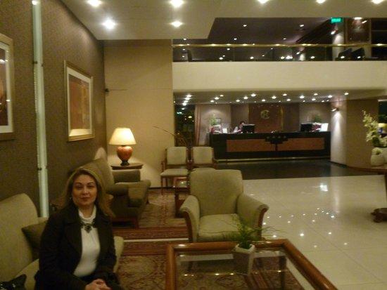 Conte Hotel: El Hall y de fondo La Recepcion