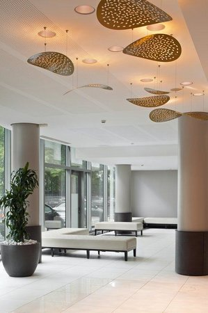 Holiday Inn Paris-Porte De Clichy: Spacious and modern Lobby Lounge with wifi access
