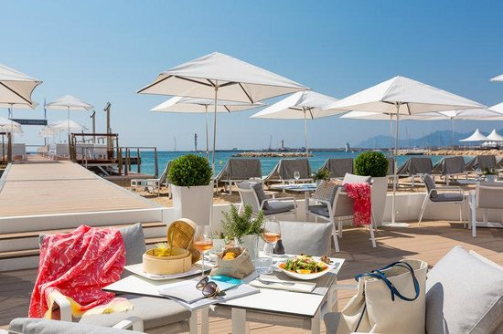 Hotel Barriere Le Majestic Cannes: Beach