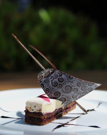 Holiday Inn Le Touquet: Succulent Dessert serves in our Restaurant