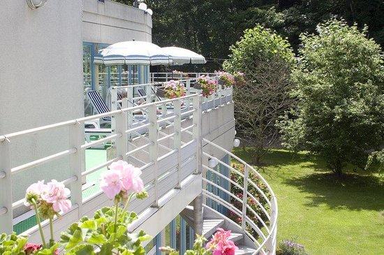 Holiday Inn Le Touquet : Outdoor Solarium around the Indoor Swimming Pool