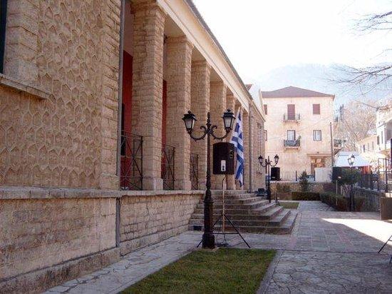 Musée municipal de l'Holocauste de Kalavryta : Εξωτερικά