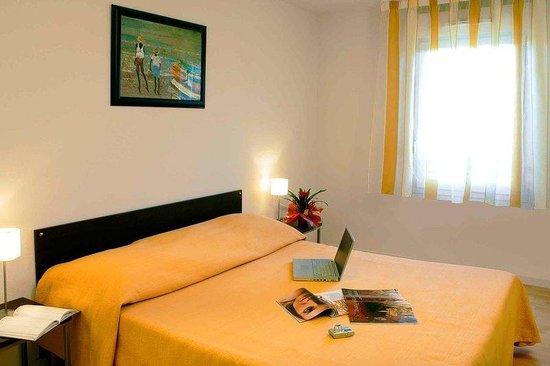 Garden & City Clermont-Ferrand Gerzat : Guest Room