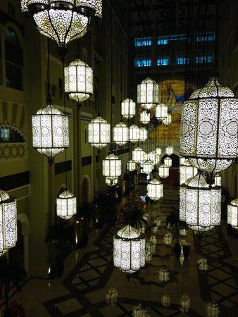 Movenpick Ibn Battuta Gate Hotel Dubai: Atrium