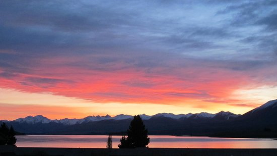 Lake Tekapo Lodge: beauty of nature from room view