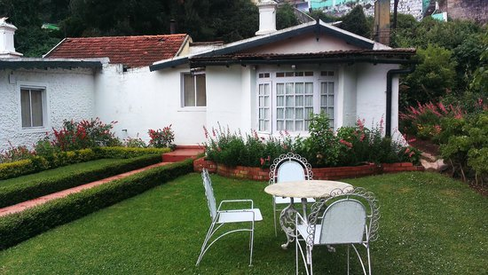 Taj Savoy Hotel, Ooty : Private lawn with old world iron furniture