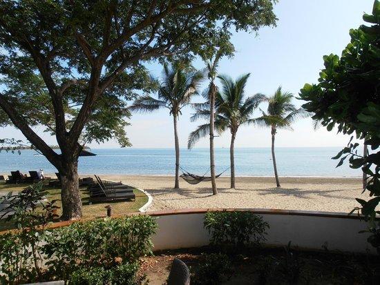 Sofitel Fiji Resort & Spa: Hotel beach