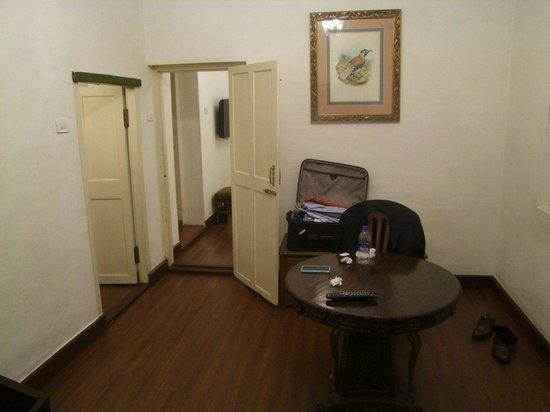 Taj Savoy Hotel, Ooty : Common area in the room
