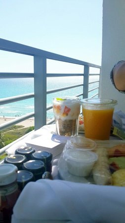 Grand Beach Hotel: Breakfast on the Balcony. The food was superb!