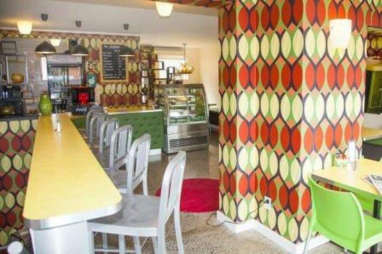 Quality Hotel @ The Ambassador: Neat cafe