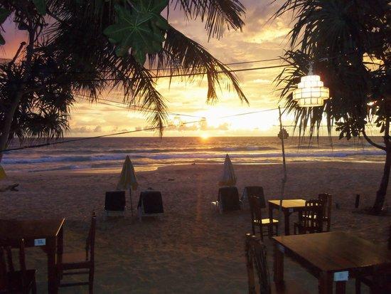 Naithonburi Beach Resort: beach night