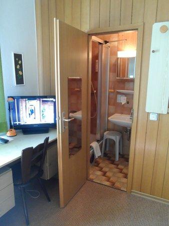 Hotel Schuchmann: Washroom
