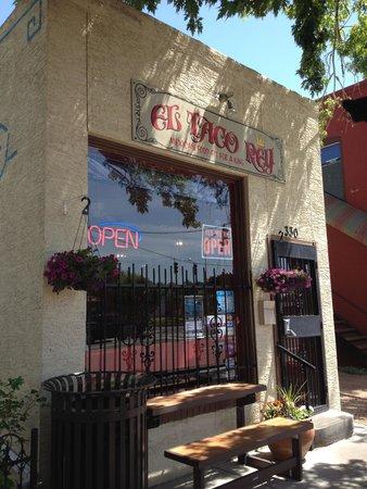 El Taco Rey: Front of restaurant