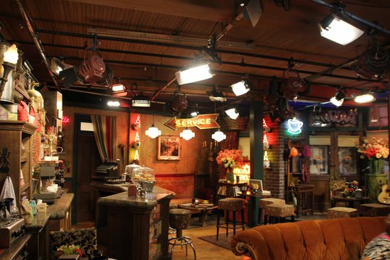 """Warner Bros. Studio Tour Hollywood: Central Perk from """"Friends"""""""