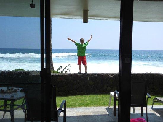 Kona Reef Resort: My son enjoying the view