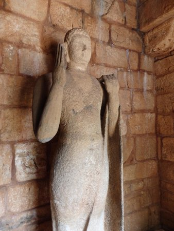 Nalanda Gedige : Buddha figure inside temple