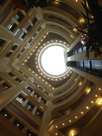 Premier Palace Hotel: купол в центре гостиничного холла