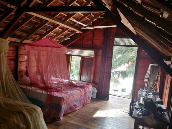 Arugambay Surf Resort: Beautiful cottage room with 4 beds