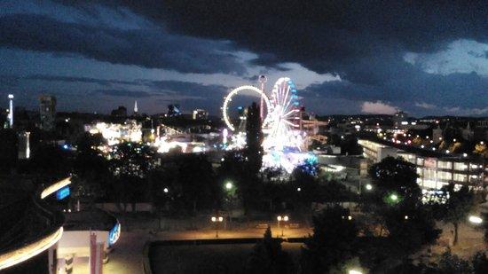 Motel One Wien-Prater: Lichterspiel bei Nacht