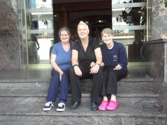 Hotel Sorra Daurada : dit met annette voor het hotel