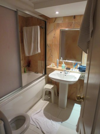 Hollywood Mirage Tenerife: En-Suite