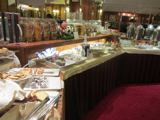 Lugano Dante Center Swiss Quality Hotel : Excellent buffet breakfast