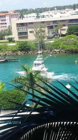 Boca Beach Club, A Waldorf Astoria Resort: 6th floor-Intracoastal/Boca Lake directly in front of Boca Beach Club