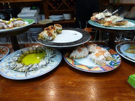 Bar Restaurante Munto : crab, anchovy, squid