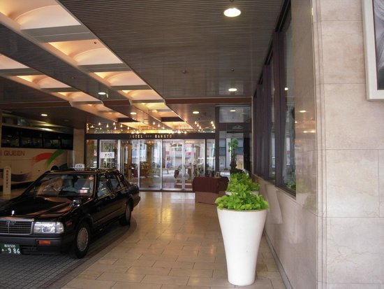 The Crown Plalace Hotel New Hankyu Kochi : 玄関