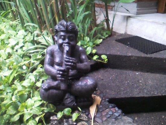 Kuta Seaview Boutique Resort & Spa: Traditional garden statue