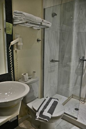 Arion Athens Hotel : Bathroom