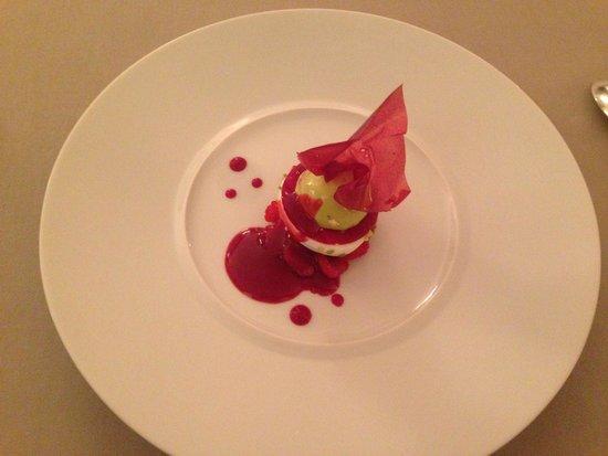Les Terrasses de Lyon : Raspberry meringue with creamy foam