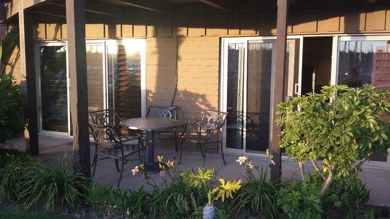 Humphreys Half Moon Inn : Patio outside our room