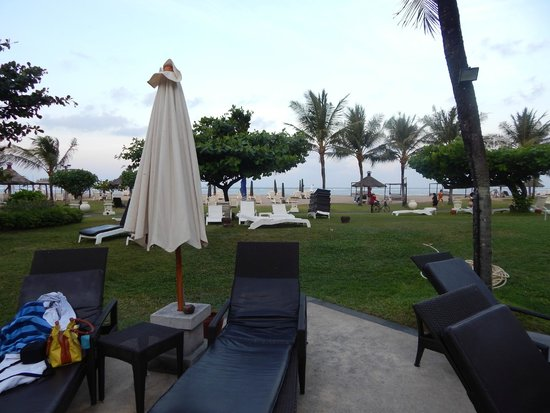 Grand Mirage Resort and Thalasso Bali: Approach to the beach