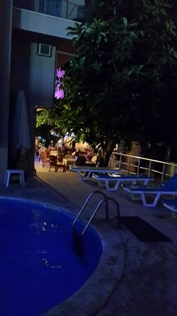 Gold Butik Hotel: Ночью - бассейн отеля