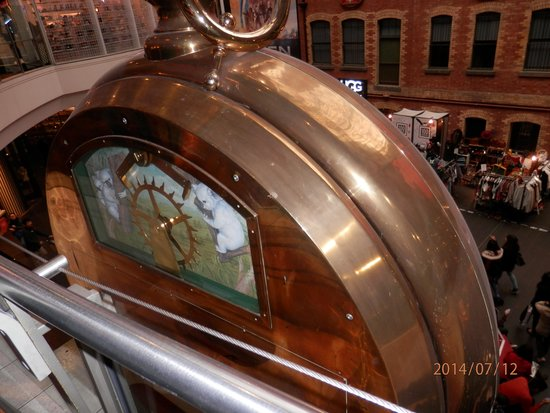 Melbourne Central: giant watch