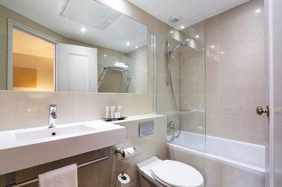 Hotel Galileo: Bathroom