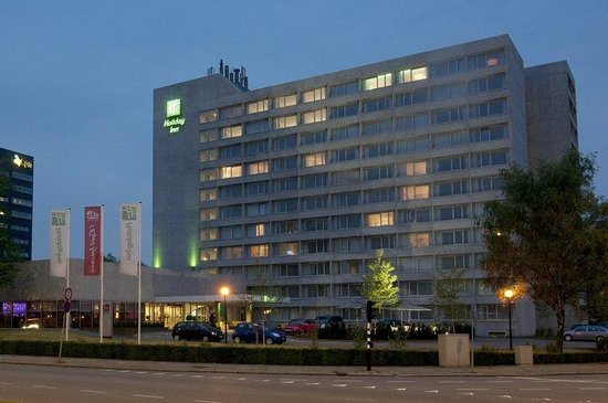 Holiday Inn Eindhoven: Our city center hotel by night