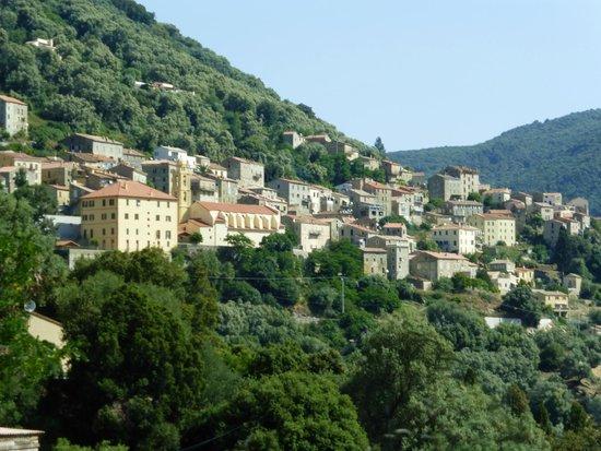 Chez Antoine : très joli village perché