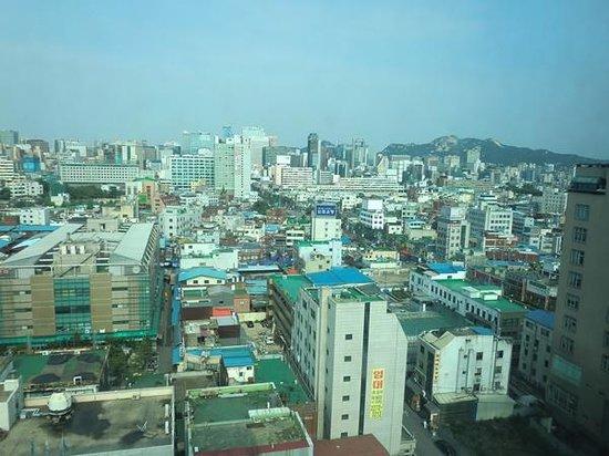 Ramada Seoul Dongdaemun : 窓からの景色